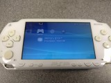 Sony PSP-1003 8gB White Console (CFW 6.60 + Mame / SNES)