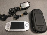 Sony PSP-2003 8gB Silver Console (CFW 6.60 + Mame / SNES)